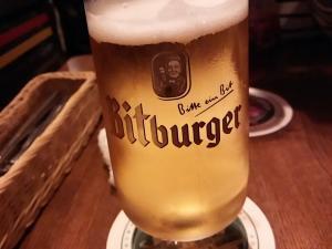 おしぼりを利用して撮影したビールです